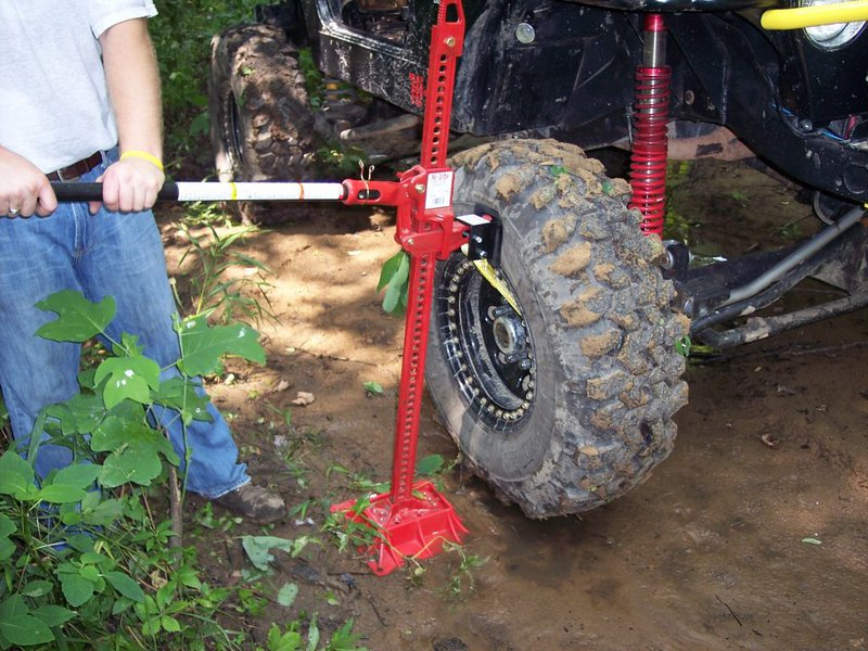 Jack For Lifted Truck >> 16 Hi Lift Jacks Find The One For You And Your Rig Roundforge
